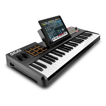 Akai SynthStatiion 49 (With iPad)
